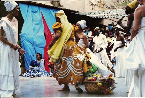 Danse d'Ochún présentée lors du Sábado de la rumba. Conjunto Folklórico Nacional, La Habana, 1992